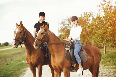 pareja con caballos Foto de archivo