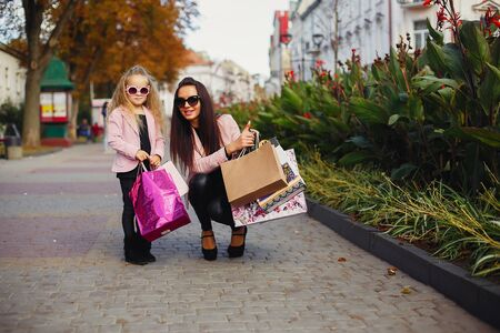 Mother and daughter with shopping bag in a city Stok Fotoğraf