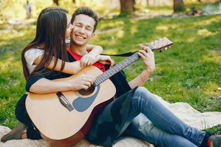 Pareja, con, un, guitarra