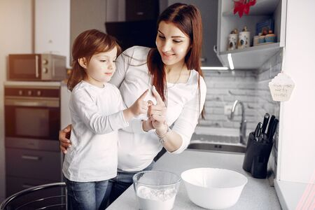 Mother with cute daughter at home Standard-Bild - 139454208