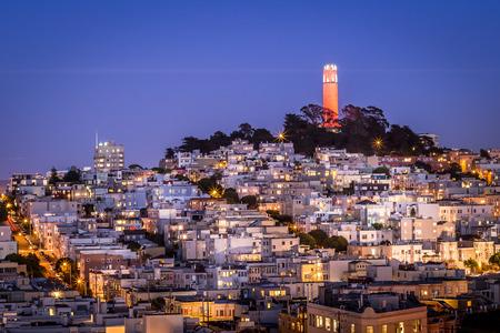 Paisaje urbano de San Francisco y Coit Tower en Telegraph Hill Foto de archivo - 39374857