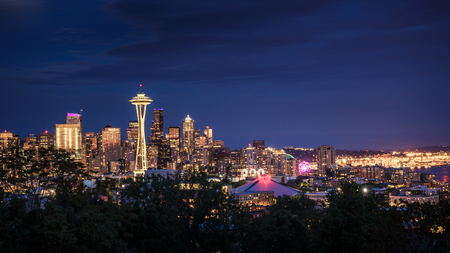 Space Needle and skyline at dusk in Seattle, Washington, USA 版權商用圖片