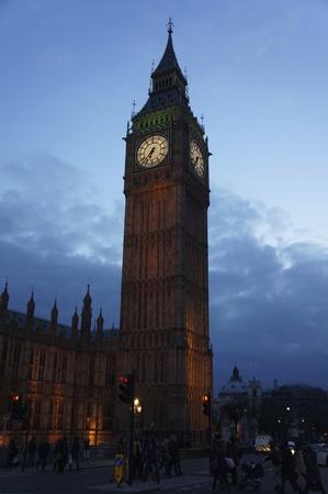 Dit is de Big Ben Monument gelegen in Londen Engeland 's nachts. Stockfoto