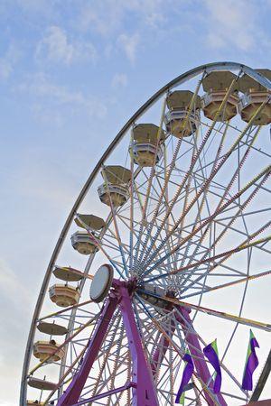 ferriswheel: Ferris-ruota alla fiera di Stato, considerato come il sole comincia a impostare.