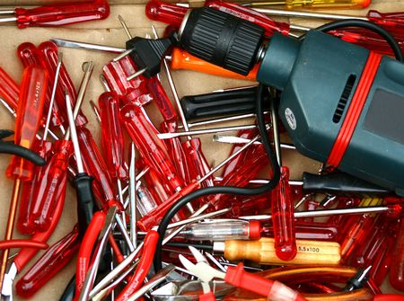 keyless: A set of tools (screwriders, power drill, pliers). Concept: DIY