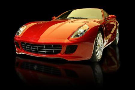 dream car: El lujo rojo se divierte el coche contra un fondo negro y con la reflexi�n. Editorial