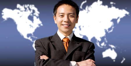mapa china: Asia apuesto hombre de negocios con una tecnolog�a moderna de fondo