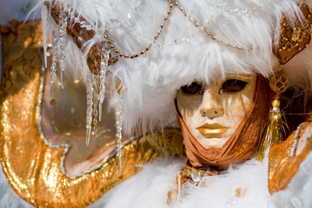 velvet dress: Carnival in venice with model dressed in various costumes and masks - gold lady Stock Photo