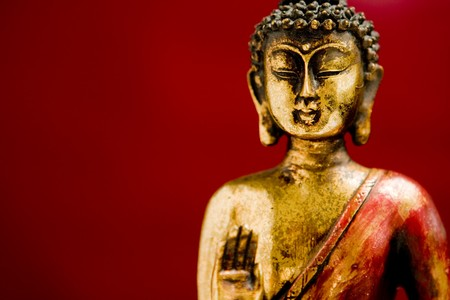 mindfulness: Boeddha standbeeld in staat met een zen gemoeds toestand meditatie Stockfoto