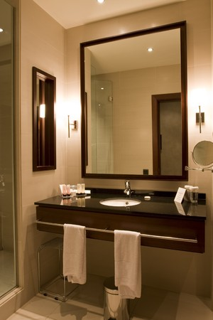 black granite: Elegant 5 star hotel or apartment luxury bathroom