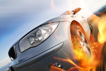 Coche en movimiento rápido con el desenfoque de movimiento con el fuego quema llantas Foto de archivo - 4319421