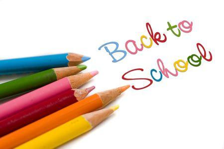 niños con lÁpices: Set de lápices de colores con volver al texto de la escuela, el concepto de venta especial o tratar