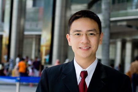 Guapo y apuesto hombre de negocios asiático sonriente Foto de archivo - 5246767