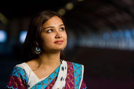 Dama atractiva sari indio en traje tradicional celebración de deewali fiesta religiosa de la India Foto de archivo - 5566495