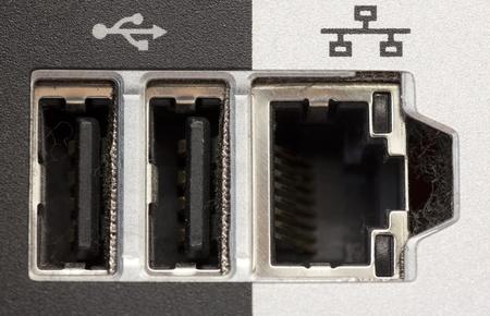 Parte posterior del PC con puerto USB y red de entrada y salida  Foto de archivo - 8590956