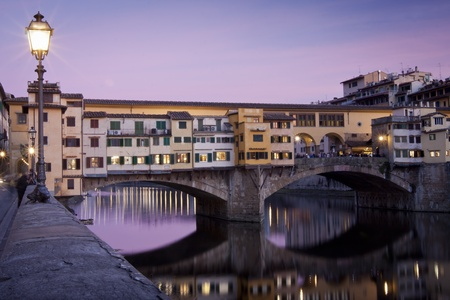 ponte: Sunset view of ponte vecchio with reflection on the arno river