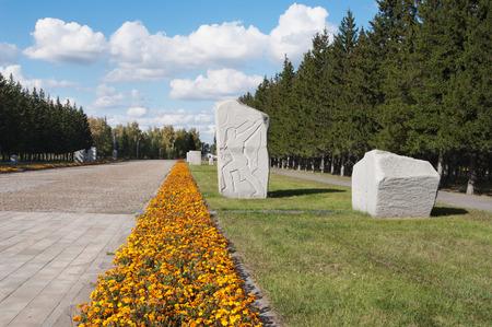 alley Road of war in Victory Park, Omsk, Russia Stok Fotoğraf