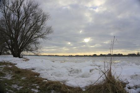 dyke: winter day at the dyke
