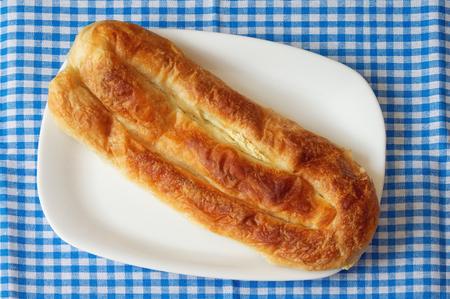 Burek met kaas - nationale gerecht, populair in de Balkan