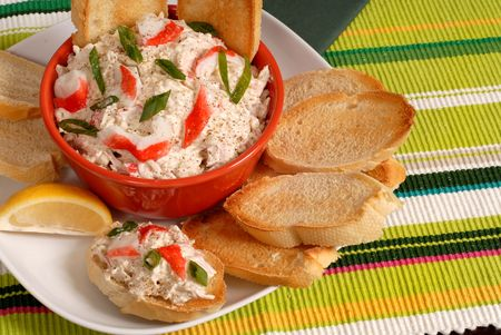 A bowl of crab dip with toasted crostini and lemon Reklamní fotografie