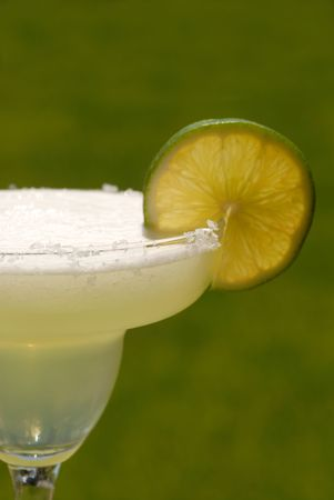A vertical view margarita with a slice of lime Reklamní fotografie