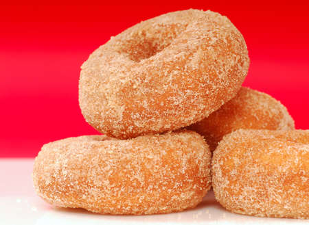 Freshly baked apple cinnamon donuts with cinnamon sugar Standard-Bild