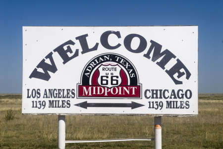 The midway point along Route 66 in Adrian, Texas Stok Fotoğraf - 8040497