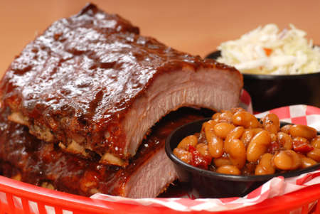 Delicious BBQ ribs with beans, cole slaw and a tangy BBQ sauce Banco de Imagens