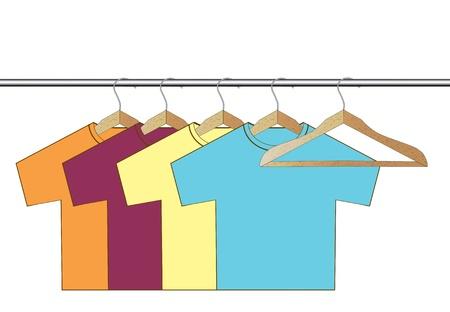 diverso colorato t-shirt su grucce di legno