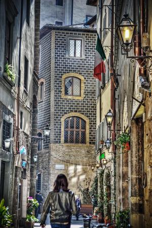backstreet: hdr callej�n estrecho en Florencia, Italia