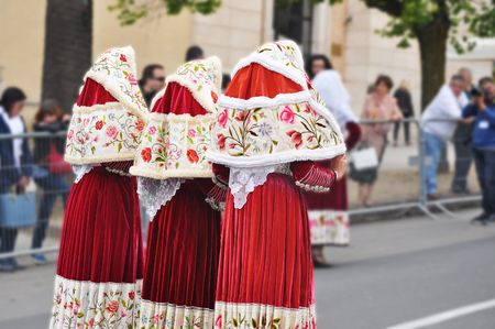 velvet dress: three women with Sardinian traditional costumes