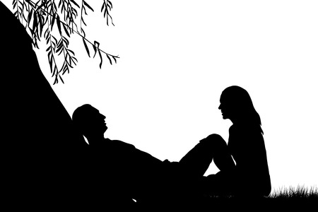 siluetas de enamorados: Amantes cerca de un lago bajo un sauce