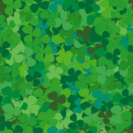clovers: Seamless pattern with clovers