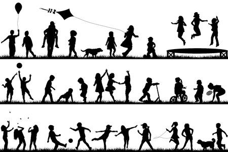 niños en bicicleta: Conjunto de siluetas de los niños que juegan al aire libre