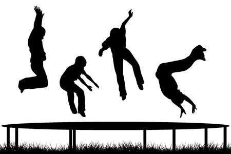 Sagome di bambini che saltano su giardino trampolino Archivio Fotografico - 49256437