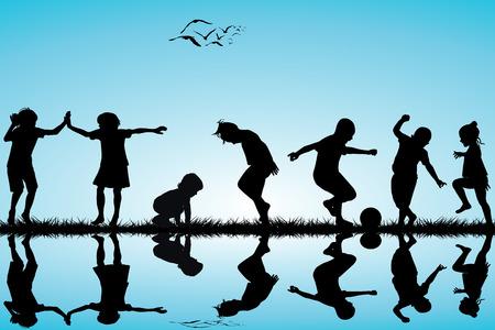 niños jugando: Grupo de siluetas de los niños jugando al aire libre