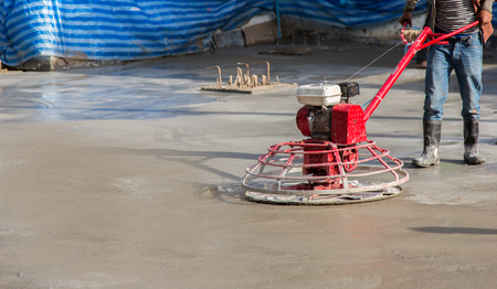 unruffled: Technicians are using cement sanding machine