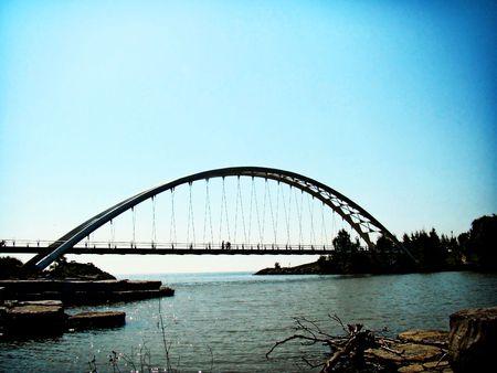 large span pedestrain bridge spans part of Lake Ontario