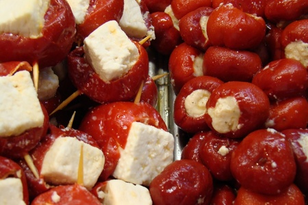 フェタ ・ チーズを詰めた赤ピーマン 写真素材