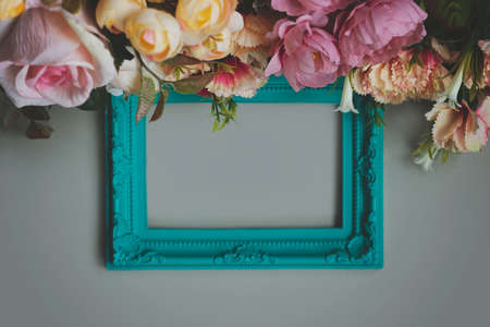 Frame with flowers; floral background with copy space Standard-Bild
