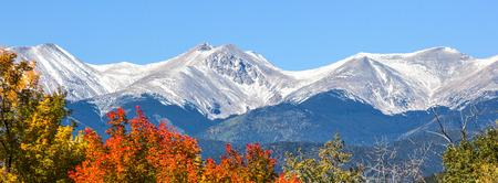 コロラド州の紅葉と初雪