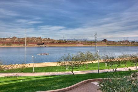 テンペ、アリゾナ州の町の湖のレクリエーション 写真素材 - 44971344