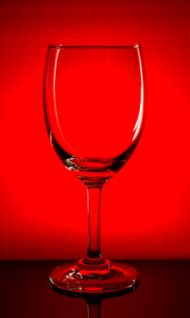bocal: Empty wine glass, isolated on a red background