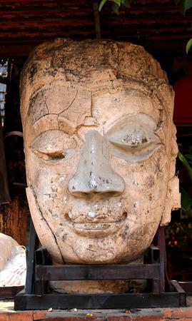 cabeza de buda: Buda cabeza