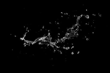 Spritzwasser auf schwarzem Hintergrund