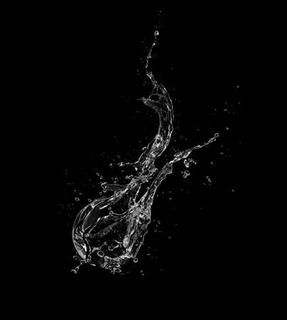 Salpicaduras de agua aisladas sobre fondo negro. Foto de archivo