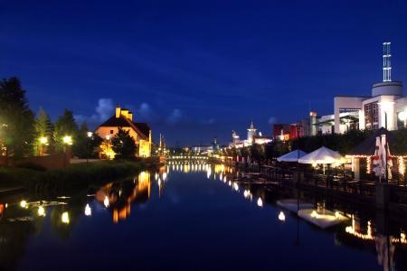Centro Oberhausen Shopping Mall - Meile mit Fluss -
