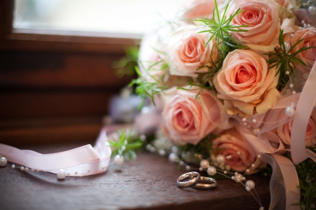 rosy roses wedding pink with white gold rings photo