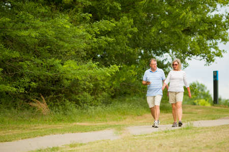 Active mature couple walking on trail at Shelby Farms Park near  Memphis Tenneessee 免版税图像 - 161451097