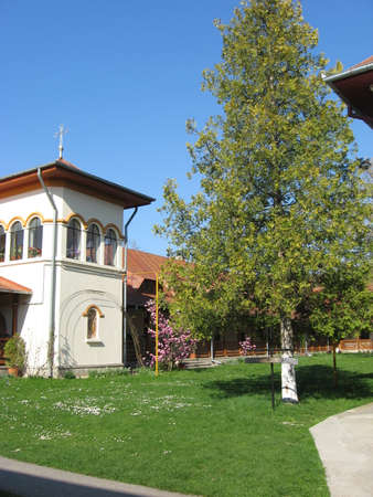 fidelidad: antigua iglesia en Rumania desde la antigüedad, todavía de pie. Foto de archivo